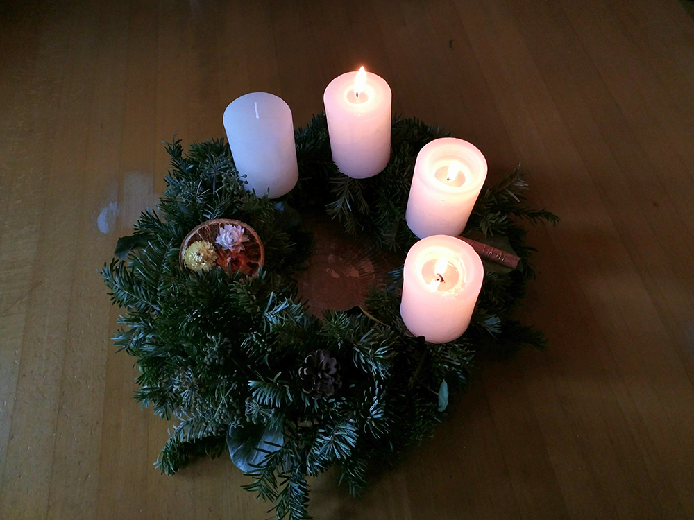 3. Kerze am Adventkranz