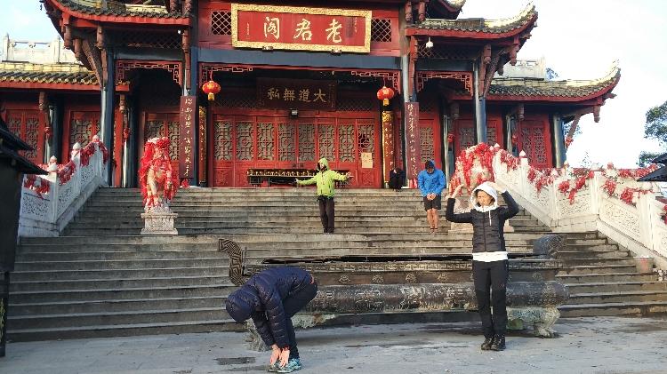 Zhineng Qigong in der Morgensonne