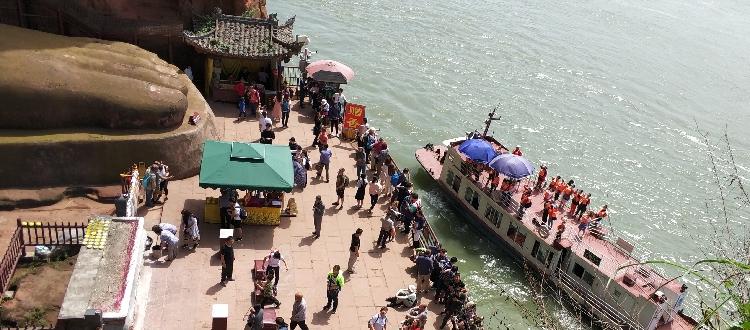 Ausflugsboot auf sanftem Wassern